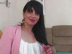 مادر بالغ عرب از انگلستان با گرسنه مهبل (واژن)